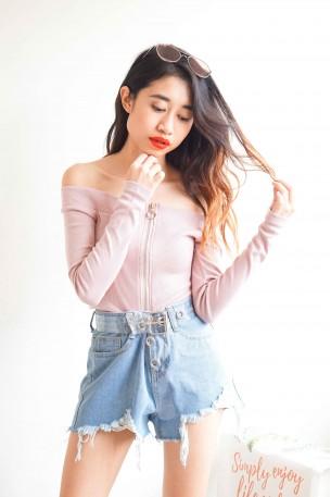 Get The Hint Zipper Top in Pink
