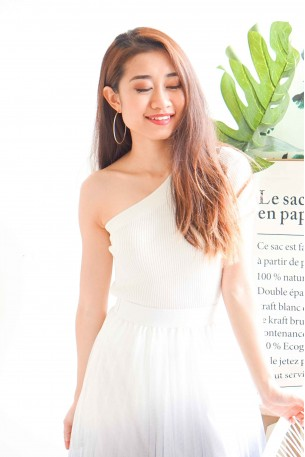 Cold Shoulders White Toga Knitted Top