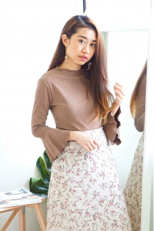 (BACKORDER) Stay Grounded Trumpet Sleeves Top in Khaki