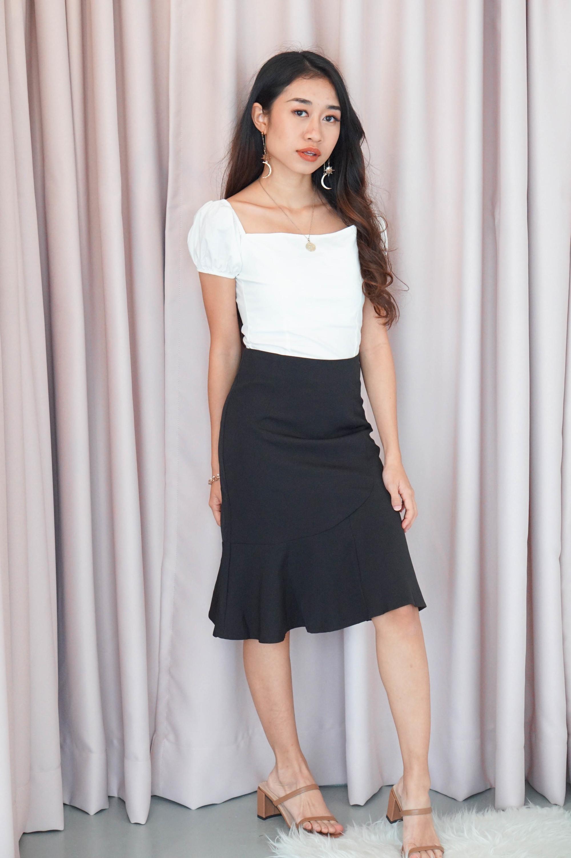 Checks and Balance Ruffles Skirt in Black